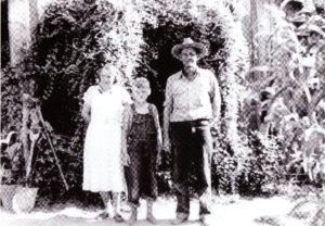 Dick and Julia Edmonds at cabin 1937
